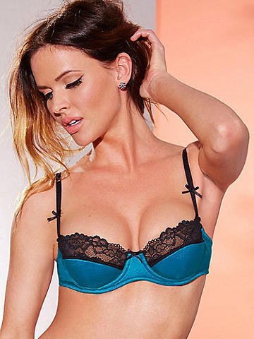 Hollywood Chameleon Bra - Because you have so many sexy sides, you want a bra that expresses them all. The Hollywood Chameleon Bra offers three gorgeous looks, all in one versatile style. It features: